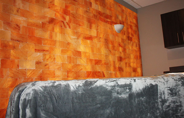 Himalayan salt wall in spa treatment room